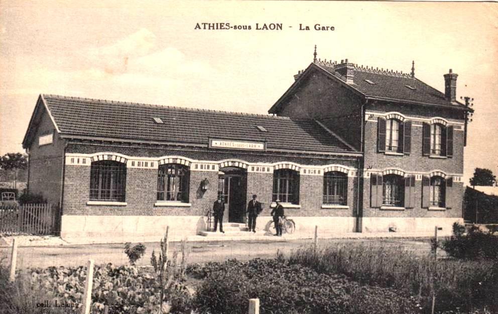 Athies-sous-Laon (Aisne) CPA gare