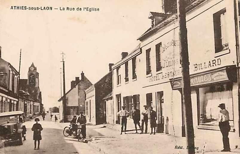 Athies-sous-Laon (Aisne) CPA rue de l'église