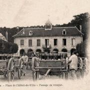 Attichy oise cpa hotel de ville troupes 1904