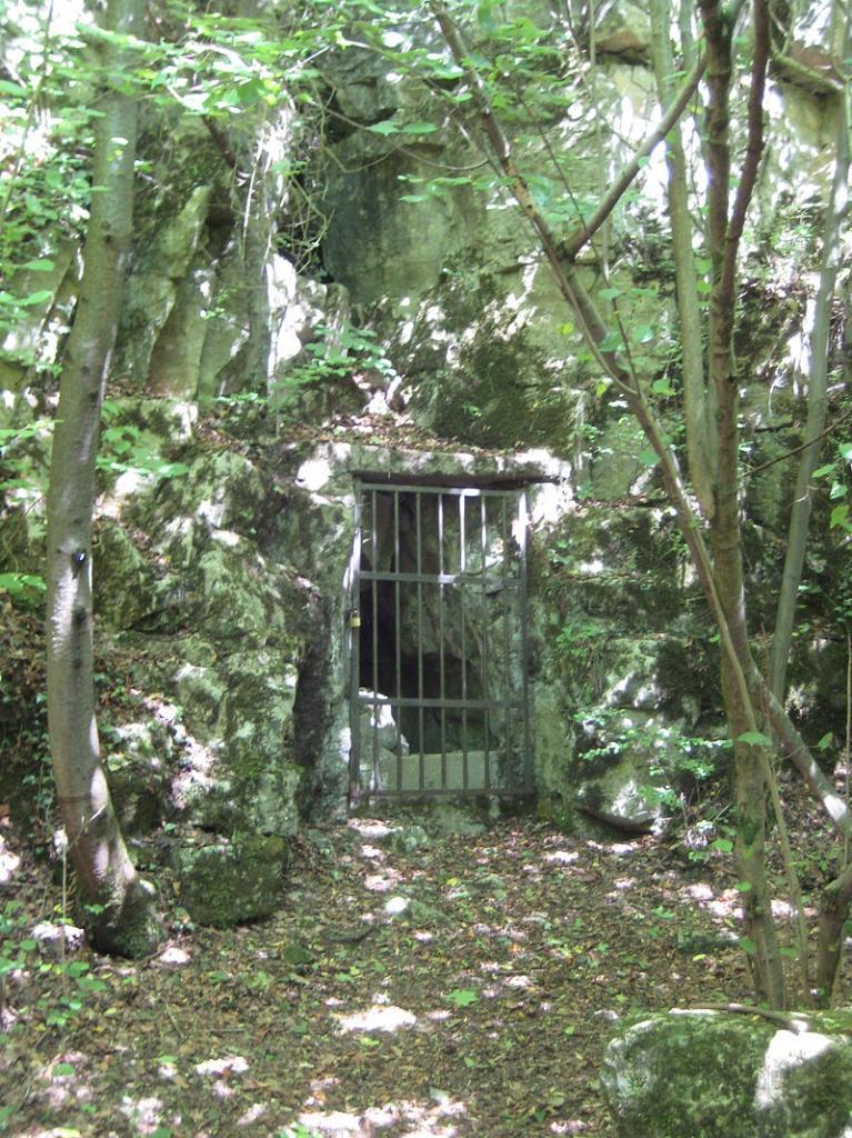 Audun-le-Tiche (Moselle) L'entrée de la grotte Diaclase