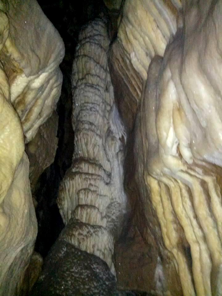 Audun-le-Tiche (Moselle) La grotte Diaclase