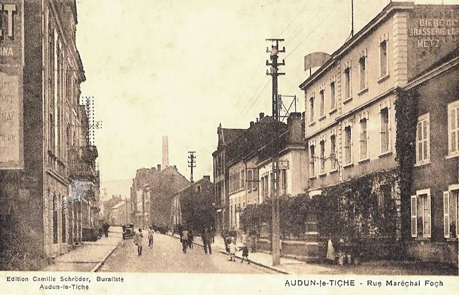 Audun-le-Tiche (Moselle) La rue du Maréchal Foch en 1940 CPA