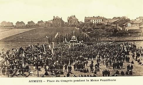 Aumetz (Moselle) La place du Congrès CPA