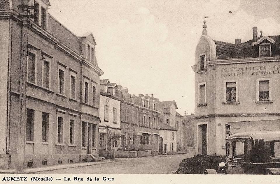 Aumetz (Moselle) La rue de la gare CPA