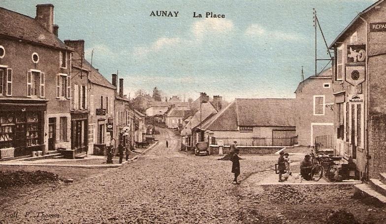 Aunay-en-Bazois (Nièvre) La place CPA