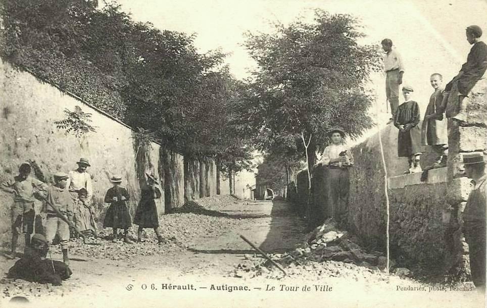 Autignac (Hérault) CPA Le tour de ville