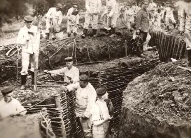 Autreches oise cpa 14 18 creusement des tranchees