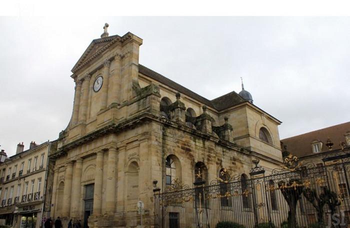 Autun (Saône-et-Loire) L'église Notre-Dame
