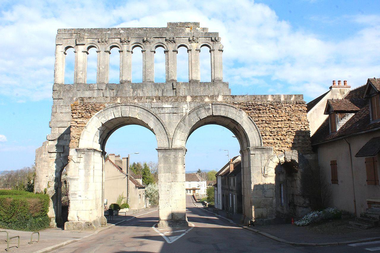 Autun (Saône-et-Loire) La porte d'Arroux