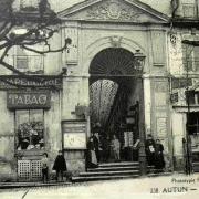 Autun (Saône-et-Loire) Le Passage couvert CPA