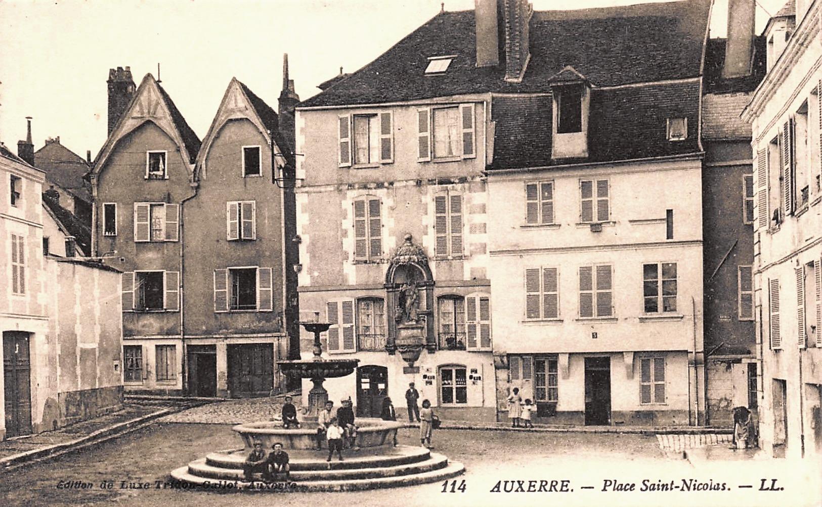 Auxerre (89) La Place Saint-Nicolas CPA
