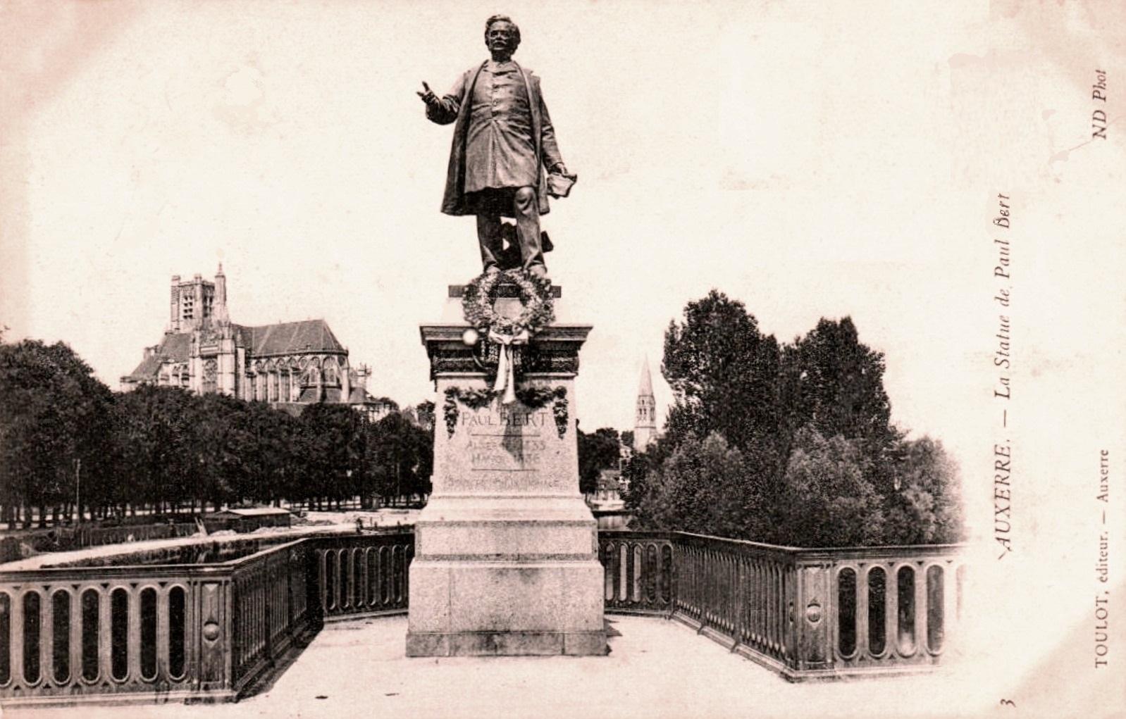Auxerre (89) La Statue de Paul Bert CPA