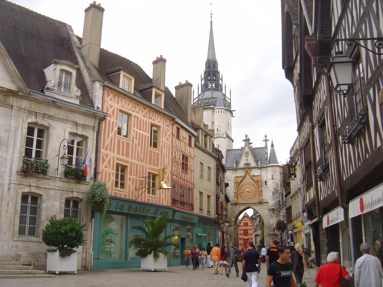 Auxerre (89) La Tour de l'Horloge