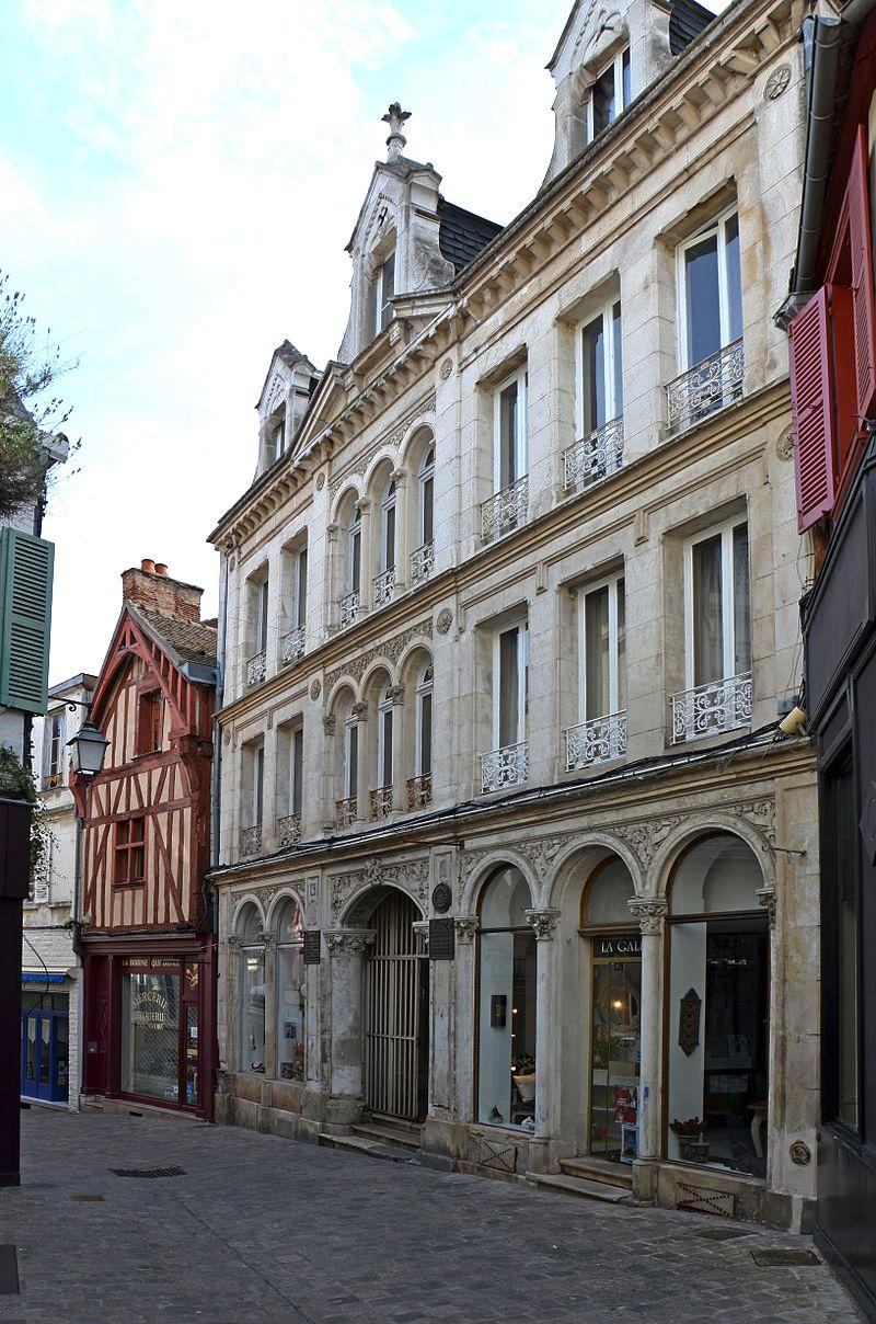 Auxerre (89) Le passage Manifacier