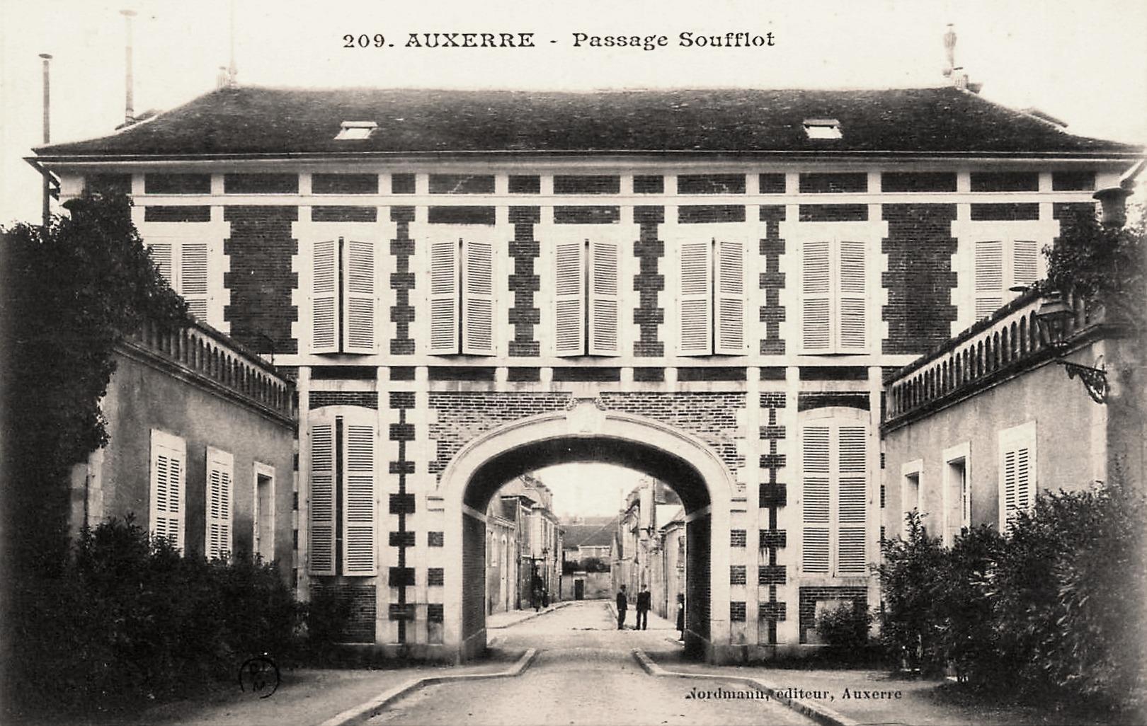 Auxerre (89) Le Passage Soufflot CPA