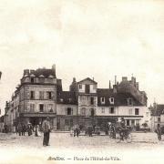 Avallon (89) La place de l'Hôtel de Ville CPA