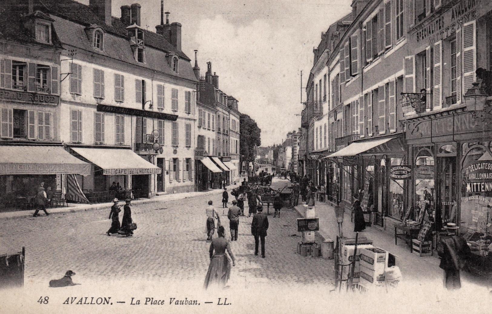 Avallon (89) La place Vauban CPA