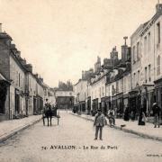 Avallon (89) La rue de Paris CPA