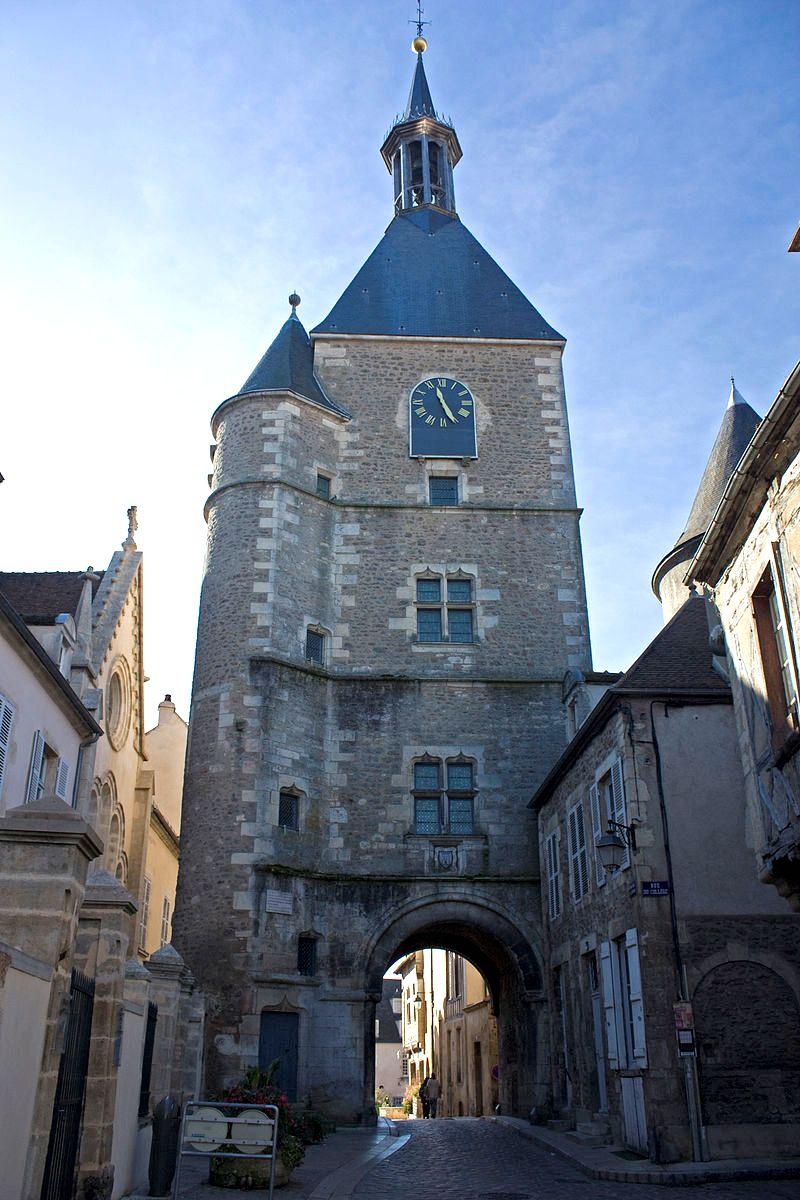 Avallon (89) La tour de l'horloge