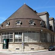 Avallon (89) Le marché couvert
