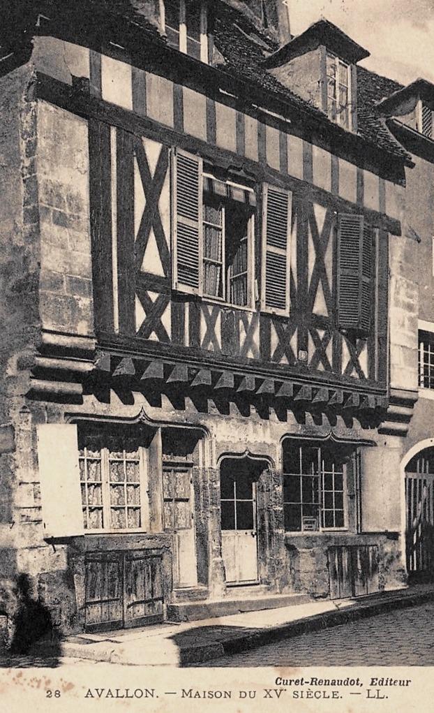 Avallon (89) Une maison du XVème siècle CPA