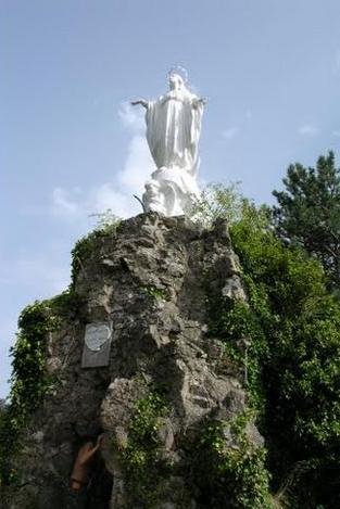 Avène (Hérault) La Vierge