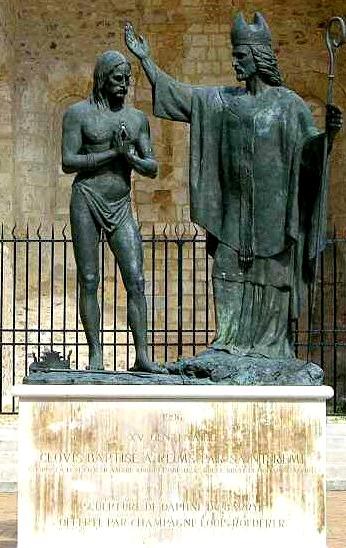 Baptème de Clovis, statue  Reims