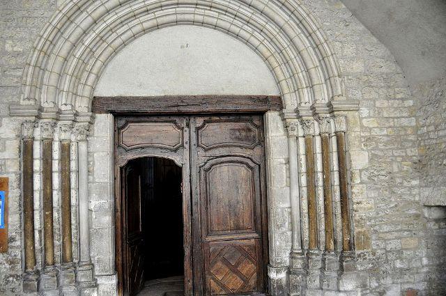 Bar-sur-Aube (10) L'église Saint-Pierre, le portail