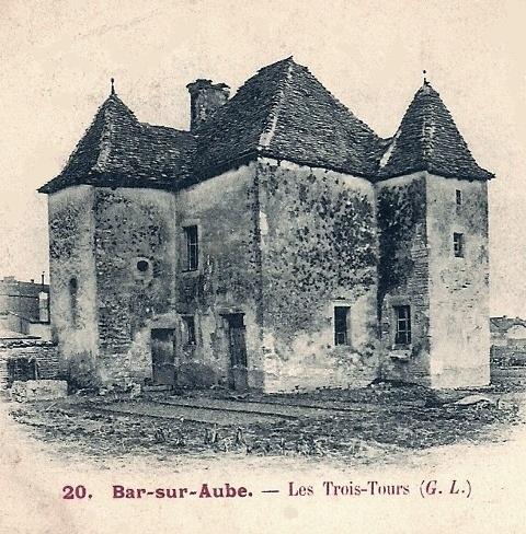 Bar-sur-Aube (10) La maison des trois tours CPA