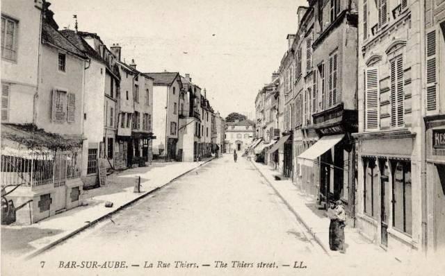 Bar-sur-Aube (10) La rue Thiers CPA