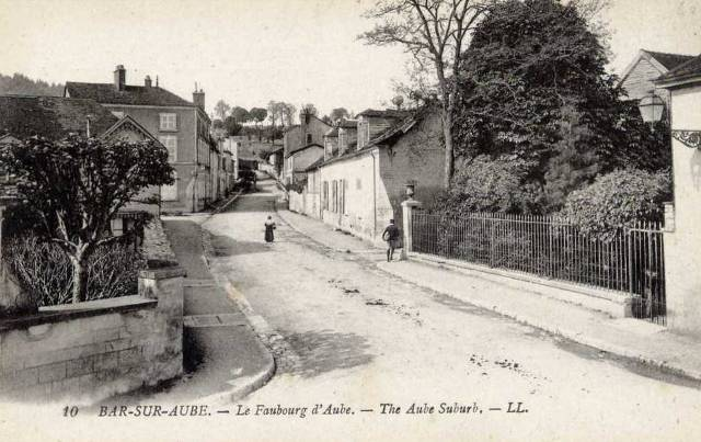 Bar-sur-Aube (10) Le Faubourg d'Aube CPA