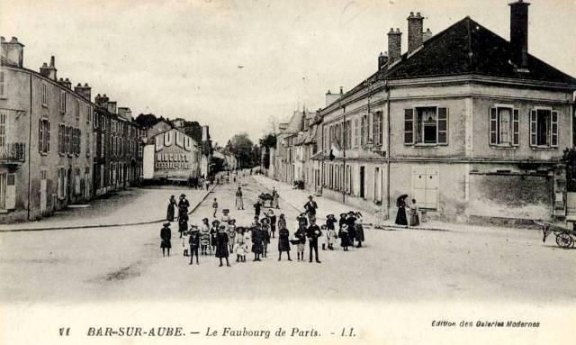 Bar-sur-Aube (10) Le faubourg de Paris CPA