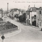 Bar-sur-Aube (10) Le passage à niveau CPA
