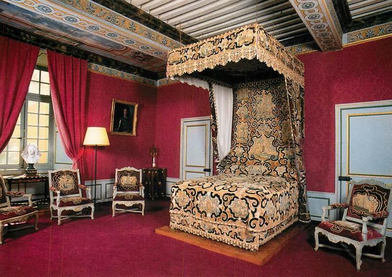 Bazoches (Nièvre) Le château, le lit de Vauban