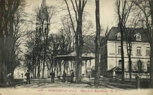 Beaulieu-lès-Loches (37) Place de la République CPA