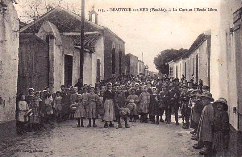 Beauvoir-sur-Mer (Vendée) Ecole libre et cure CPA