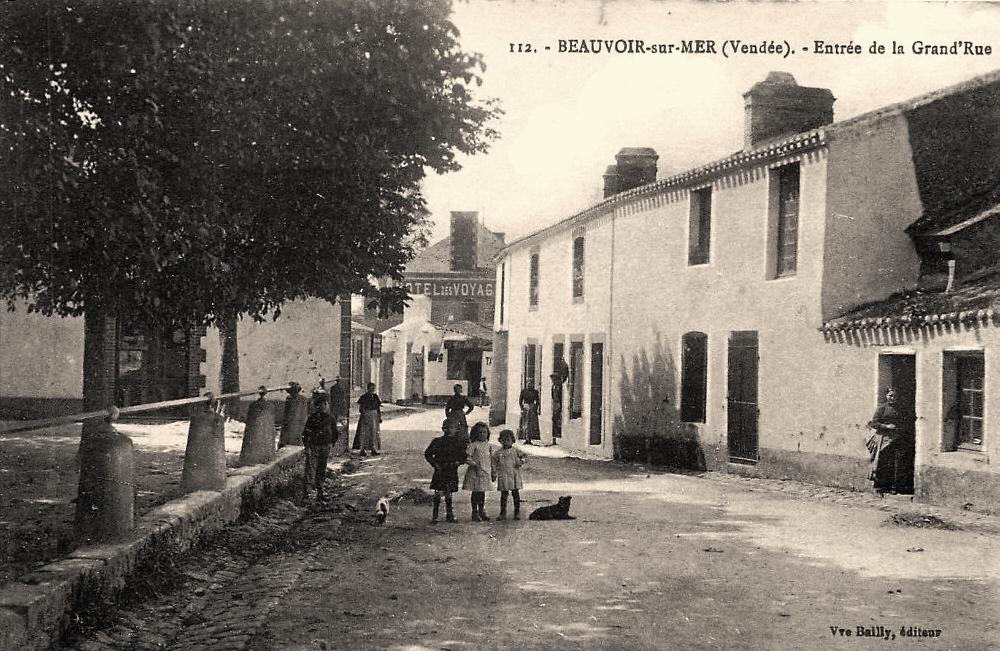 Beauvoir-sur-Mer (Vendée) Grande rue CPA