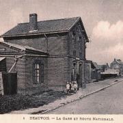 Beauvois en cambresis 59 la gare et la route nationale cpa