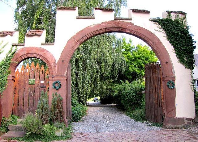 Berstett 67 le portail de l ancien chateau
