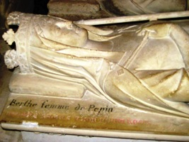 Gisant de Bertrade de Laon, abbaye de Saint-Denis