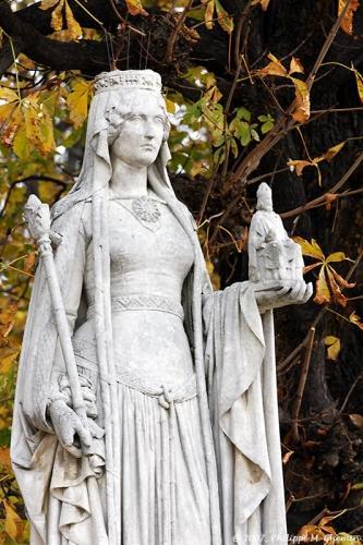 Statue de Bertrade de Laon