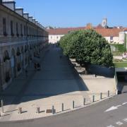 Besançon (Doubs) L'Hôtel de Ville et la place des droits de l'Homme