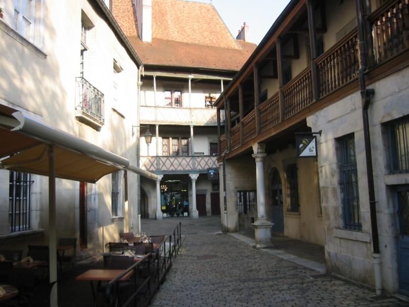 Besançon (Doubs) La rue de Mayence du quartier Battant