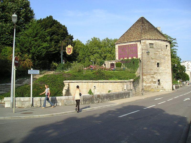 Besançon (Doubs) La Tour de la Pelote