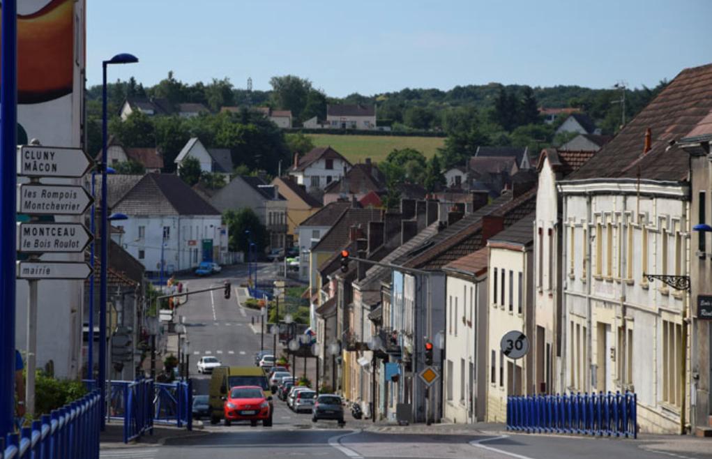 Blanzy (Saône-et-Loire) La rue de la République
