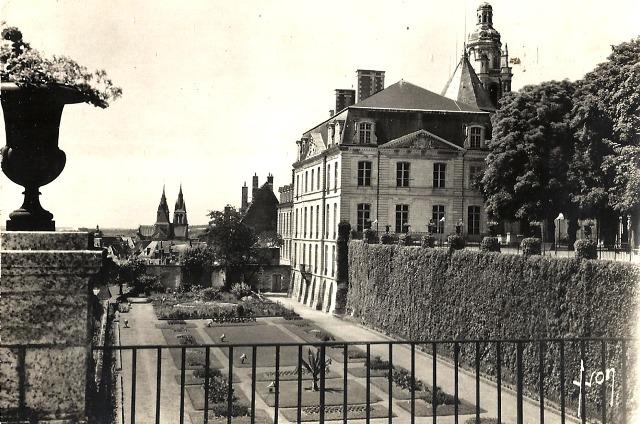 Blois (41) Hôtel de Ville et jardins de l'Evêché CPA