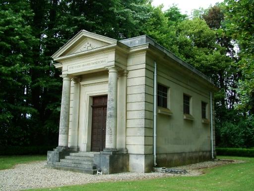 Bouconville-Vauclair (Aisne) Château de La Bove chapelle
