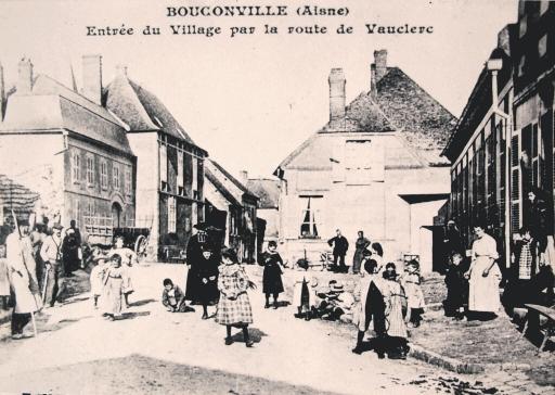 Bouconville-Vauclair (Aisne) CPA entrée du village