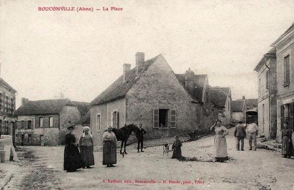 Bouconville-Vauclair (Aisne) CPA la place