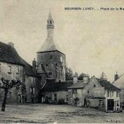 Bourbon-Lancy (Saône-et-Loire) La mairie, la place